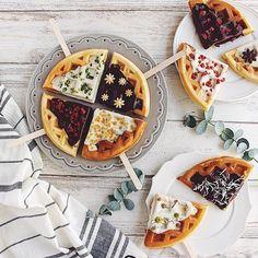 Yummy Waffles, Crepes And Waffles, Easy Waffle Recipe, Waffle Recipes, Delicious Desserts, Dessert Recipes, Yummy Food, Waffle Pops, Bubble Waffle