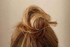 Hair Tutorials : Messy bun.