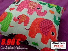 Funda de cojín digitalizada de 50x50 modelo Elefantes de alta calidad con relleno de cojín de fibra hueca.
