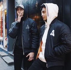 PALACE Skateboards Hypebeast Brands, Palace Brand, Urban Fashion, Mens Fashion, High Fashion, Best Street Outfits, Casual Outfits, Fashion Outfits, Mens Sweatshirts