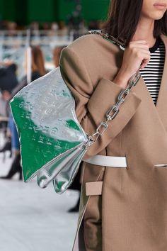 Fashion Week, Spring Fashion, Fashion Show, Womens Fashion, Fashion Trends, Louis Vuitton Paris, Louis Vuitton Handbags, Nicolas Ghesquière, Best Bags