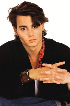 """Johnny Depp at a teen magazine photo shoot during the TV series Jump Street"""" where he played Officer Tom Hanson. Johnny Depp Fans, Young Johnny Depp, Here's Johnny, 21 Jump Street, Jhoni Deep, Johnny Depp Joven, Kentucky, Actrices Hollywood, Amber Heard"""