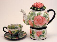 Pink roses and polka dots teapot / tea set