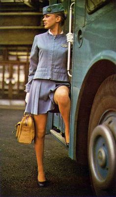 Pan Am stewardess. Pan Am, Trolley Dolly, Airline Uniforms, Flight Attendant Life, Girls Uniforms, Work Uniforms, Cabin Crew, Mode Vintage, Twiggy