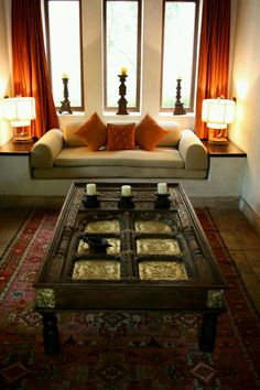 Splendid Indian window frame made into a coffee table. The post Indian window frame made into a coffee table…. appeared first on Feste Home Decor . Ethnic Home Decor, Indian Home Decor, Moroccan Decor, Design Marocain, Living Room Designs, Living Room Decor, Decor Room, Indian Interiors, Indian Living Rooms