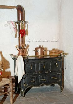 Stove in the Italian style, hand-made reproduction-Artisan Handmade Miniature in 12th scale. From CosediunaltroMondo