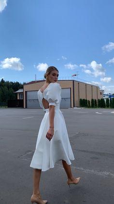 Elegant White Dress, Classy Dress, White Dress Casual, White Gown Dress, Cute White Dress, White Dress Summer, Pretty Dresses, Beautiful Dresses, Bridesmaid Dresses