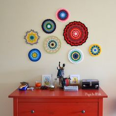 MANDALA WALL ARTPatricia from the blog pops de milk shares how she is using her crocheted mandalas. How lovely! Click through the link for information about how to make one of these amazing walls for yourself.