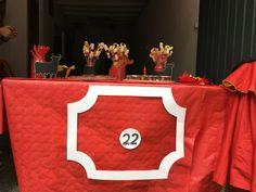 Mesa de postres. Burladera. Cumpleaños con decoración taurina.