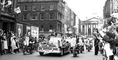 JFK's motorcade drives through Dublin. Dublin Street, Dublin Airport, Dublin City, Ireland Pictures, Old Pictures, Old Photos, Ireland Homes, Photo Engraving, Emerald Isle