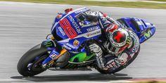 99 🇪🇸 Jorge Lorenzo | 2015 MotoGP World Champion Motogp, Hjc Helmets, Yamaha Motor, Grand Prix, Cars And Motorcycles, Honda, Racing, Bike, Vehicles