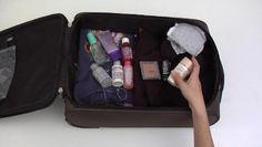 Mete algunas bolsas de plástico en la maleta, para guardar la ropa sucia o para meter los regalos que compres.