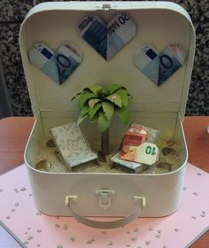 40 Creative Money Gifts for the Grad! Diy Father's Day Gifts, Father's Day Diy, Craft Wedding, Diy Wedding, Wedding Ideas, Don D'argent, Creative Money Gifts, Gift Money, Money Gift Wedding