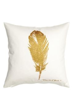 Cushion cover in cotton twill with a glittery feather print motif on the front and a concealed zip.