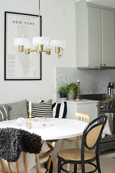 Kitchen Banquette, My First Apartment, Compact Living, Interior Decorating, Interior Design, Home Kitchens, Interior And Exterior, Trends, Home Goods