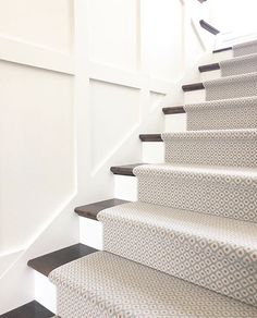 26 Most Beautiful The Rise of Carpet Stairs Wall to Wal Carpet Staircase, Staircase Runner, Carpet Runners For Stairs, Carpet For Stairs, Staircase Carpet Runner, Wall Carpet, Stair Walls, Stair Rugs, Basement Stairs