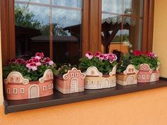Domečky u nás. Pottery Houses, Ceramic Houses, Ceramic Clay, Ceramic Pottery, Diy Plastic Bottle, House Plants Decor, Flower Ornaments, Handmade Tiles, Diy Clay