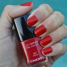 2832fd3e4bf3 Chanel Phenix nail polish Holidays 2014 review