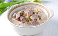 The pork ribs soup with autumn melon is a homely soup in China. Best Chinese Food, Pork Ribs, Food Print, Oatmeal, Paleo, Soup, Autumn, Breakfast, Recipes