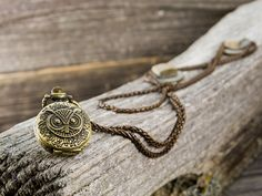 This necklace, inspired by a locket Renesmee wears in the final instalment of the Twilight Saga, is the perfect way to show someone you love them. The owl pocket watch pendant and long, classic chain has the timeless look of a family heirloom. Give this necklace as a gift to someone you care abou...