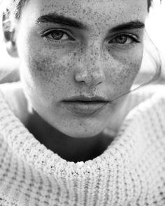 1,593 отметок «Нравится», 40 комментариев — Julian Marochow (@julianmarochow) в Instagram: «I'm so in #love with these #simple #portraits of the #adorable @celinebethmann @oneeins.fab 😻💞…»