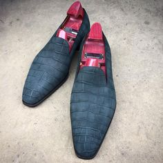 """A perfect choice for a Sunday: the """"Ellington"""" in blackish-green shaved alligator. Made to… – zapatos Me Too Shoes, Men's Shoes, Shoe Boots, Shoes Men, Mens Boots Fashion, Only Shoes, Unique Shoes, Dream Shoes, Luxury Shoes"""