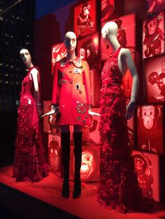 By Nilüfer Satorius | New York Editor Here's our coverage of Bergdorf Goodman's window displays in February. Follow our Instagram to view more fashion windows photos in detail! ...