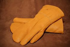 Moose grain 1 finger gauntlet. #leather #Canada #handmade #Rockwood #Ontario #like #daily #fashion #hidesinhand Daily Fashion, Moose, Grains, Finger, Canada, Leather, Handmade, Elk, Korn