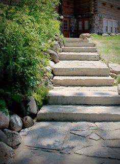 Stepping Stone Walkways, Brick Walkway, Paver Stones, Flagstone Patio, Stone Path, Gravel Walkway, Rustic Backyard, Backyard Patio, Backyard Landscaping