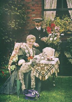 Colour photo of Edwardian afternoon tea in England, circa 1910 Antique Photos, Vintage Photographs, Vintage Photos, Art Nouveau, Color Photography, White Photography, Photography Sites, Colorful Pictures, Old Pictures