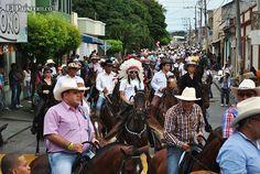 Con masiva asistencia en la cabalgata se dio apertura a la Feria de Tuluá Miles de tulueños salieron a las calles para apreciar la tradicional cabalgata que dio apertura la 58 versión de la Feria de Tuluá.