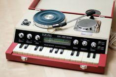 Viola Audio ORP-1850 Series Solid State Organ/Radio/Phonograph, 1976. (Manufactured in Taiwan)