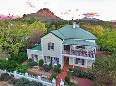 Evergreen Manor and Spa is in Stellenbosch se historiese middedorp in die hartjie van die Kaapse Wynlande geleë. Dié herehuis dateer uit 1904, is in 'n plaashuis-styl gebou en bied heerlike verblyf met 'n ouwêreldse bekoring en moderne gerief. Luxury Rooms, Country Style Homes, Evergreen, Spa, Mansions, House Styles, Building, Core, Beautiful
