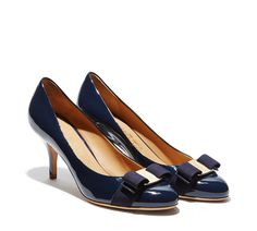 74d6ebdacb FRG FRONT IMG DEFAULT IMAGEALT Carla Pump in patent with Vara bow Ferragamo  Shoes Women