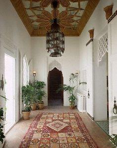 White & warm tones. (Palais de Benhima, Maroc)