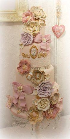 Cake decorating vintage marie antoinette New Ideas Beautiful Wedding Cakes, Gorgeous Cakes, Pretty Cakes, Amazing Cakes, 4 Tier Wedding Cake, Wedding Cake Designs, Marie Antoinette, Cupcakes, Cupcake Cakes