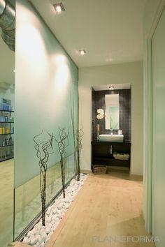 Baño, Tienda, Salón de belleza Estilo moderno Color azul cielo, beige, gris, negro  diseñado por AREA, estudi d'arquitectura. Marcel Torres   Arquitecto