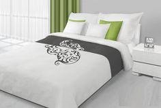 Białe dwustronne narzuty i kapy na łóżko z szarym ornamentem