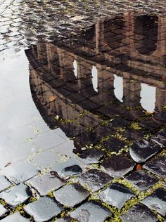 #Rainy day in #Rome, #Colosseum | BAREF☮OT TRAVELLER