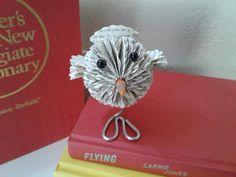 Livre Sculpture cadeau thème oiseau livre altéré Origami   Etsy Book Page Art, Book Pages, Origami, Unique Gifts, Best Gifts, Gifts For Librarians, Book Folding Patterns, Bird Theme, Book Sculpture