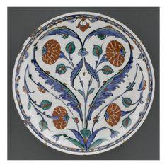 Plat à bouquet symétrique - Musée national de la Renaissance (Ecouen)
