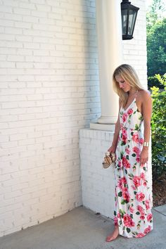 LOVELOVELOVELOVELOVEEEEE This is so pretty and feminine and flowy and comfortable and perfect! I probably have enough maxi dresses but I am in love with the flower design.