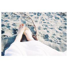 いいね!100件、コメント3件 ― kanaさん(@__kana.q__)のInstagramアカウント: 「. . 熱い砂浜走りたい👣👣 . . . #om1 #材木座海岸」