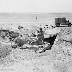 A Matilda tank hidden near the front in the Western Desert, 13 June Ww2 Pictures, Ww2 Photos, Military Pictures, Matilda, Afrika Corps, Diorama, North African Campaign, Tank Armor, British Armed Forces
