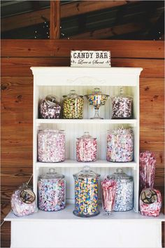 Southern vintage wedding candy bar #weddingideas #southernwedding #vintagewedding #candybar #desserttable