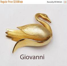 Gold Swan Brooch - Bird - Signed Giovanni - Figurine pin