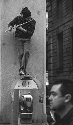 VISIT FOR MORE Milano street musician by on deviantART The post Milano street musician by on deviantART appeared first on street. Musician Photography, Street Photography, Art Photography, Black White Photos, Black And White Photography, Pub Radio, Art Du Cirque, Street Musician, Light Design