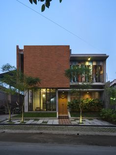 Image 6 of 22 from gallery of Graha Lakon / Andyrahman Architect. Photograph by Mansyur Hasan Tropical Architecture, Brick Architecture, Residential Architecture, Contemporary Architecture, Contemporary Landscape, Interior Architecture, Tropical House Design, Tropical Houses, Modern Tropical House