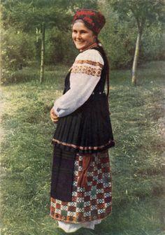 Летняя одежда молодицы. Село Ивангород Александровского р-на Кировоградской обл.