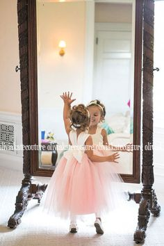 Blush melocotón flor chica vestido por OliviaKateCouture en Etsy
